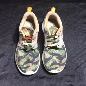 Nike Roshe Camo Kids sz 1 Youth Green/Brown/Gray